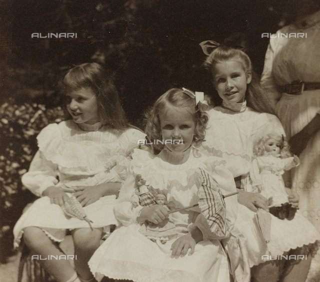 "Album "" Route photo of an American family from the United States (New Jersey) in Florence, 1899-1912 "": Self family trip to Europe Self: Self sisters photographed in the garden of the Pension Villa Flora in San Remo"