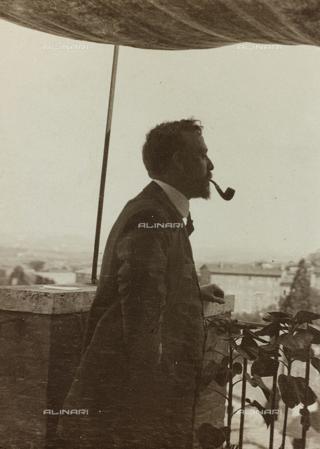 """Album """" Route photo of an American family from the United States (New Jersey) in Florence, 1899-1912 """": Self family trip to Europe: Self Edward photographed on the terrace of the Pension Cottage Lombardi Porta Tufi near Siena"""