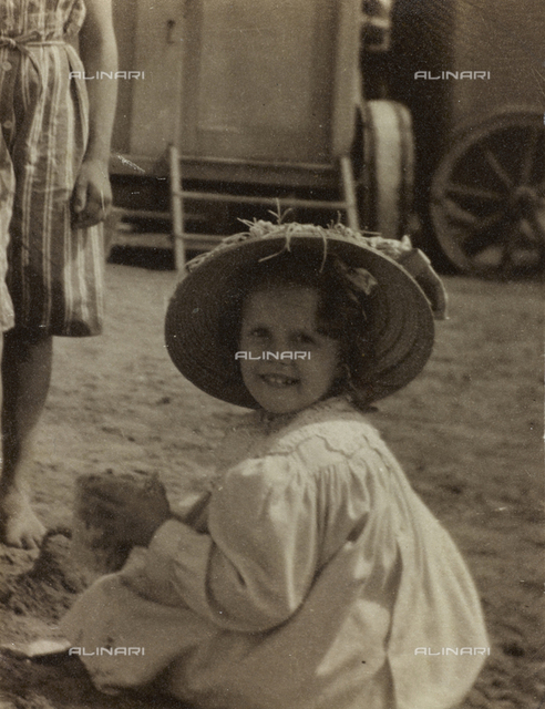 "Album "" Route photo of an American family from the United States (New Jersey) in Florence, 1899-1912 "": Self family trip to Europe: Portrait of Rosalie Self"
