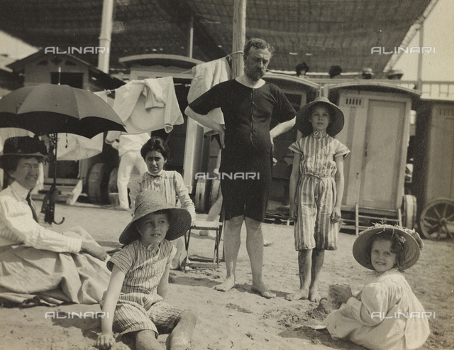 "Album "" Route photo of an American family from the United States (New Jersey) in Florence, 1899-1912 "": family trip to Europe Self: Self family on the beach at Venice Lido"