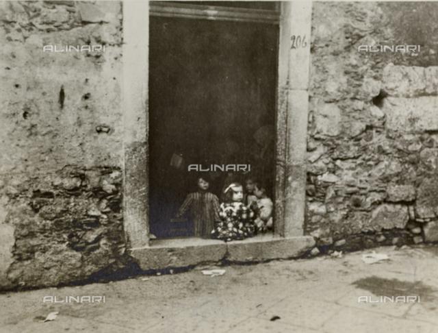 """Album """"Herbstreise 1906"""": view of Taormina"""
