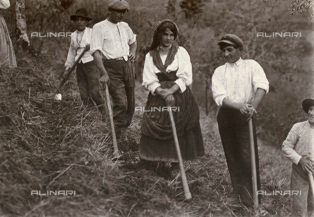 Farmers in the countryside of Caserta at work in the fields