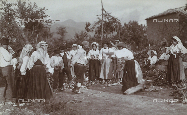 Corn harvest and festival in Gallinaro, Frosinone: a man and a woman dancing a folk dance