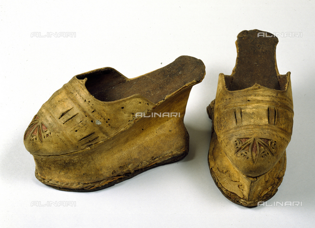 Shoes or slippers leather and wood inv. 812, Venetian century XVI, Bardini Museum, Florence