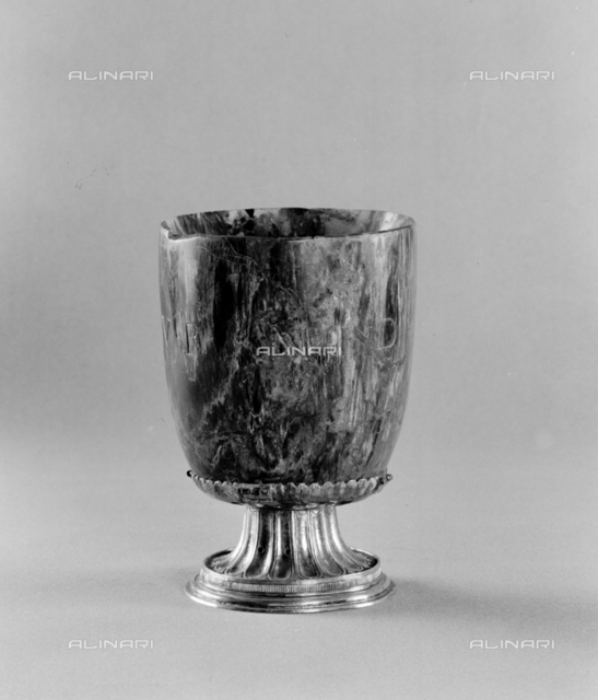Cup in petrified wood n Inv 633, Roman field, cup, Bottega Italian, frame, Argenti Museum, Pitti Palace, Florence