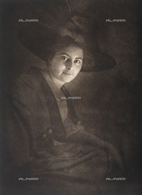 Portrait of a lady in a large hat