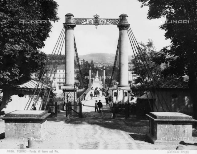 Animated view of access to the Ponte Maria Teresa (Iron Bridge), in Turin