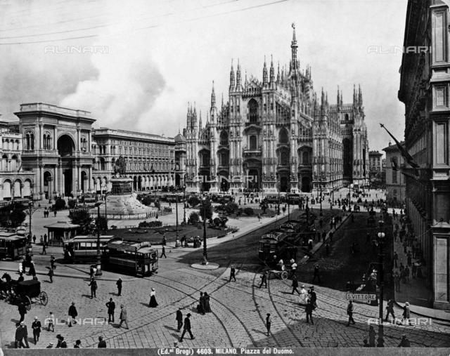Monument to Vittorio Emanuele II, Piazza del Duomo, Milan