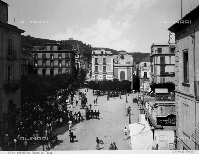 Tasso Square in Sorrento. In the middle, the statue of Saint Antoninus, patron saint of the town.