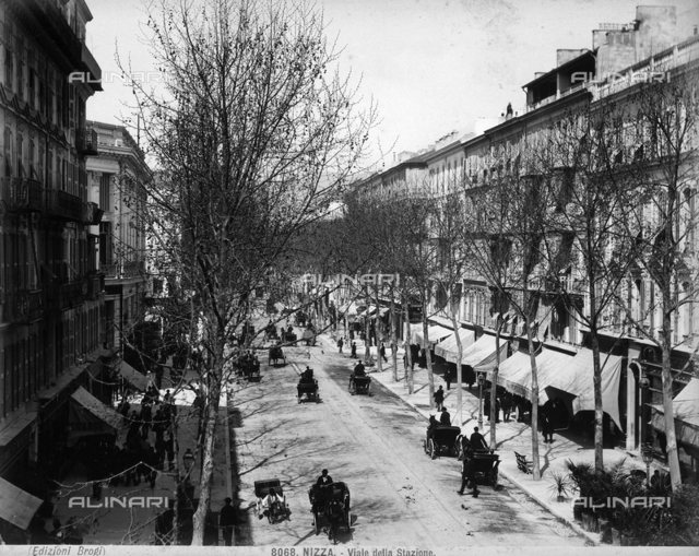 View of the Station's Boulevard in Nice. The street is filled with numerous carriages and passersby.