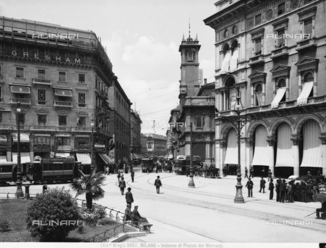 Entrance of Piazza dei Mercanti in Milan