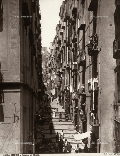 """View of the """"large steps"""" on the Via Chiaia (Chiaia Street) in Naples"""