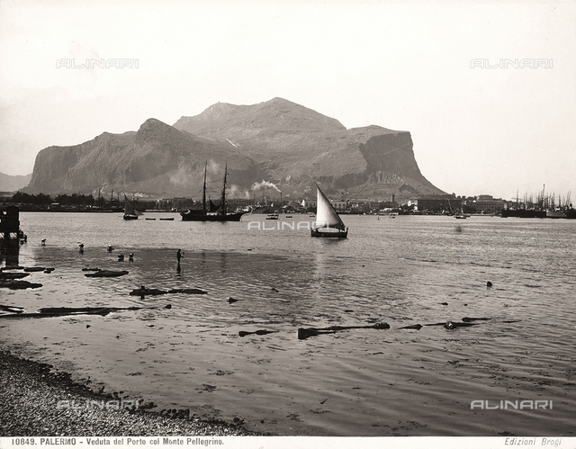 The port of Palermo and, in the background, Mount Pellegrino
