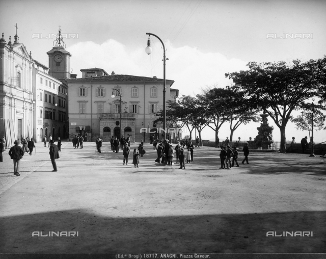 View of Piazza Cavour with people in Anagni.