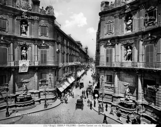 Piazza Vigliena or dei Quattro Canti and Via Maqueda in Palermo