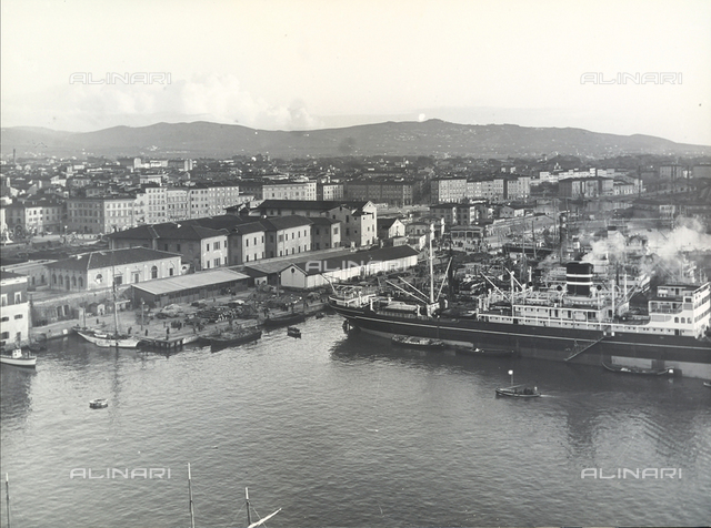 Panoramic view of Leghorn. In the foreground are the Darsena and the Mediceo port with boats and ship.