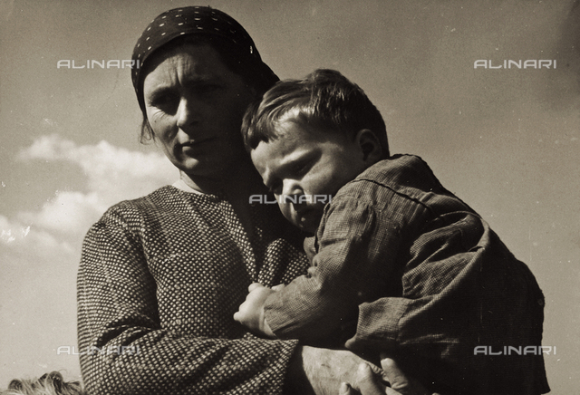 Mother and daughter. Postcard sent by the author to Vincenzo Balocchi