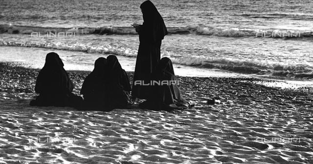 """""""Prayer at the sea"""": nuns on the beach"""