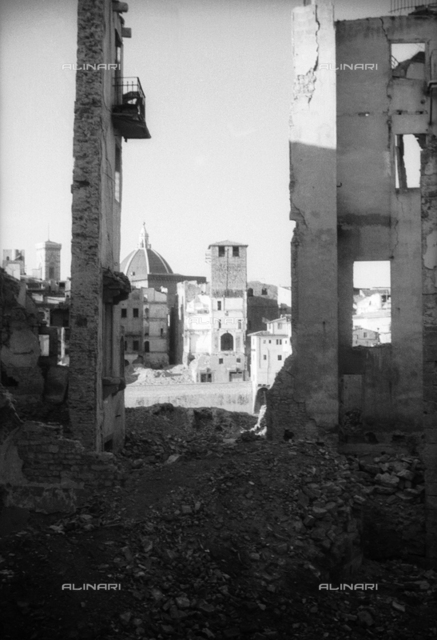 View of the ruins of the area of Oltramo, Florence. The photograph was taken before reconstruction, following the damages caused by the war that hit the city. In the background the dome of the Cathedral, the bell tower of Giotto and the church of Orsanmichele are visible.