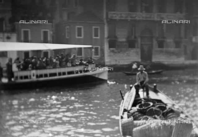 Boat and boat on the Grand Canal, Venice