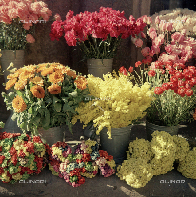 Flower market in front of Palazzo Strozzi
