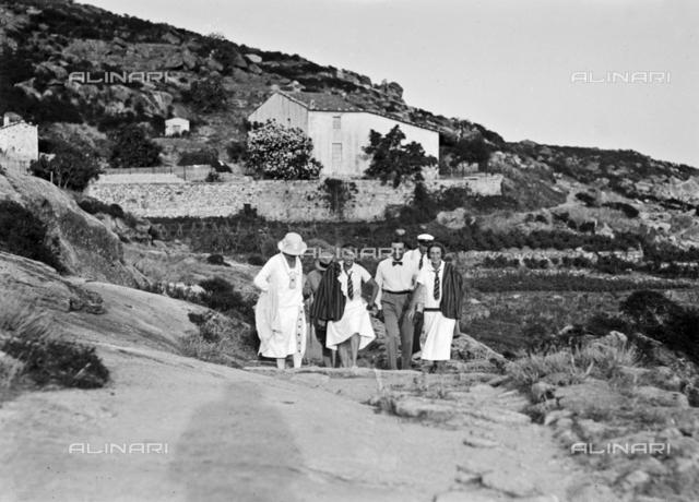 Group of tourists on a trip to Vallebuia, Elba Island