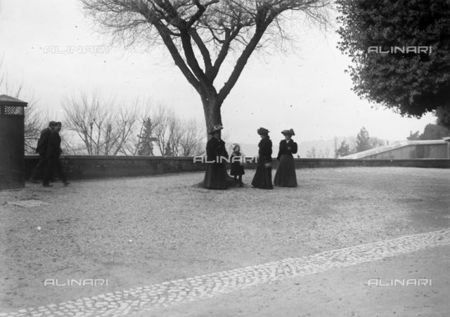 Portrait of the girl group on the Pincio terrace of the Villa Borghese