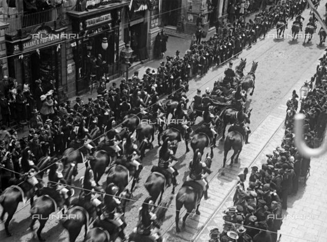 The King Vittorio Emanuele III visiting Catania, the procession
