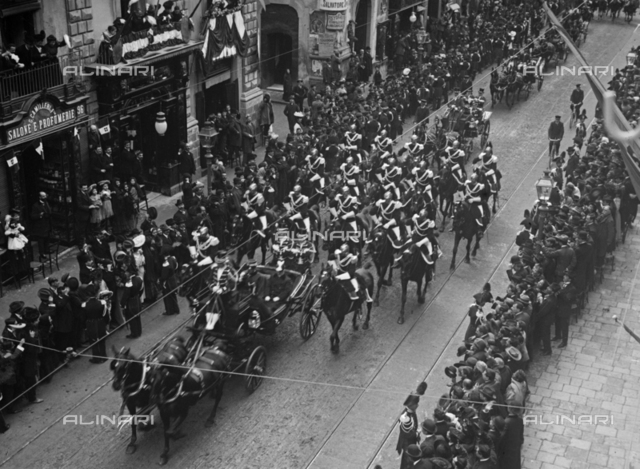 The King Vittorio Emanuele III visiting Catania, the procession