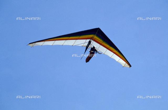 A deltaplane in flight