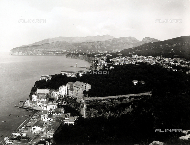 Sorrento (province of Naples): View of Marina Grande and its own gulf.