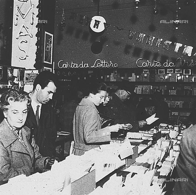 Audrey Hepburn buying postcards