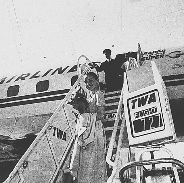 Audrey Hepburn arriving at Leonardo da Vinci airport of Fiumicino, Rome