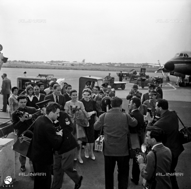 Journalists and paparazzi at Ciampino airport for the arrival of Audrey Hepburn and Mel Ferrer
