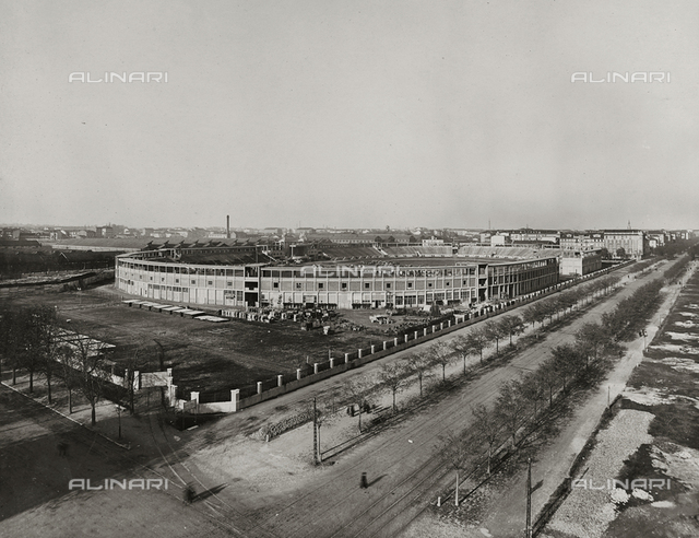 "Album "" Central repository of automotive material "": View of the Stadium of Turin transformed into a military depot during the First World War"
