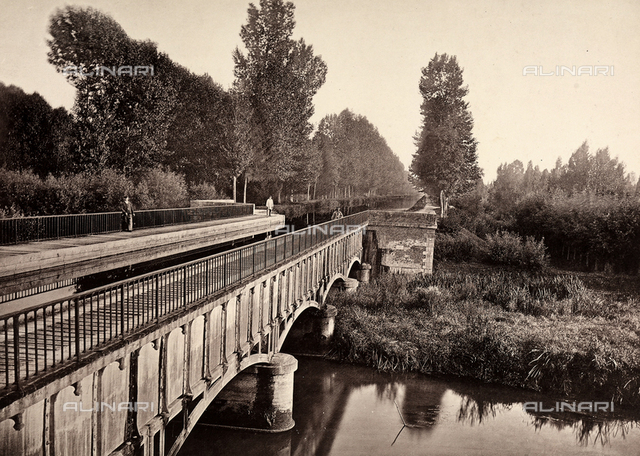 Public works in France: the Barberey bridge-canal.