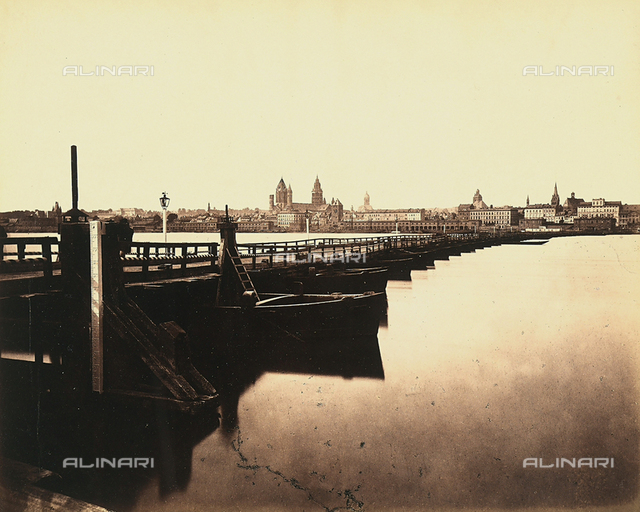 View of the German city of Mainz. In the foreground, the bridge over the Rhine with some boats moored