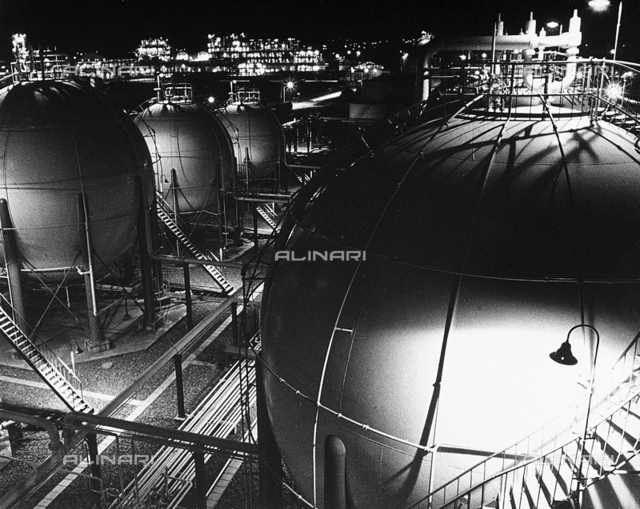 Night view of a chemical plant