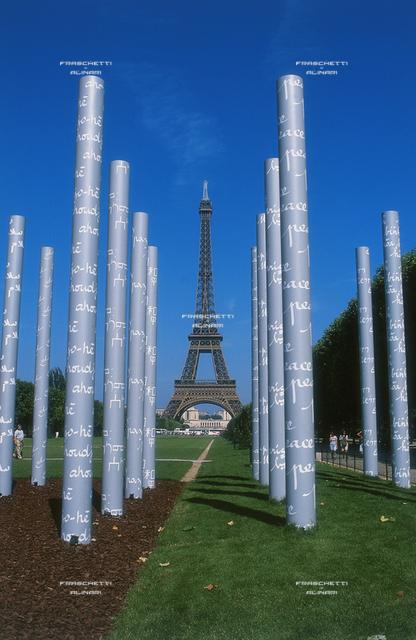 Parigi: Champs de Mars: Happening per la Pace