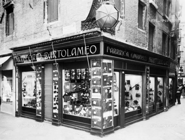 Shop of Bartolomeo Marforio, umbrella maker, Venice
