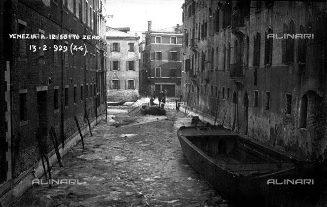 Venice at 12 below zero: view of Venice stricken by a cold period