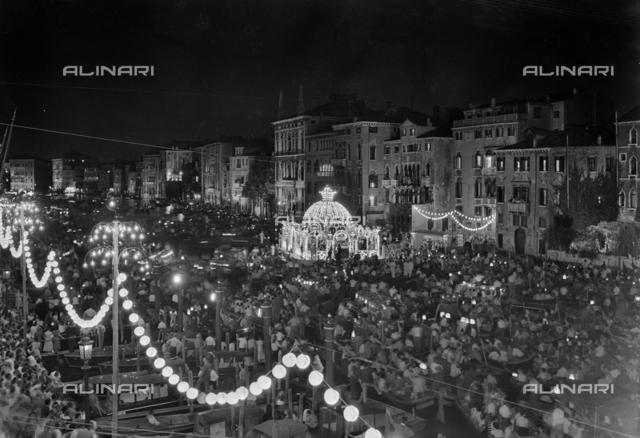 Night Festival degli Schiavoni under the Rialto Bridge, Venice