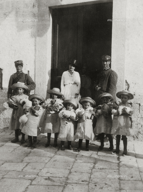 Kindergarten in Castelfranco Veneto: portrait of the director with a group of girls and two policemen