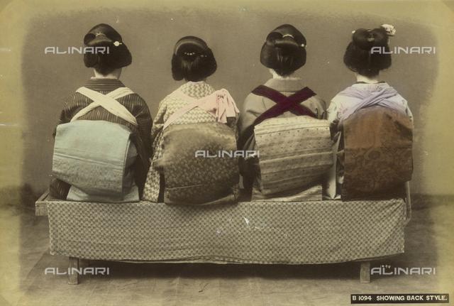 Japanese dancers shoulders