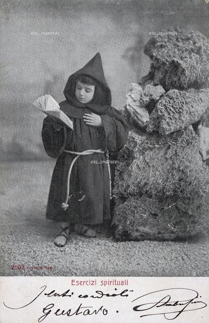 """""""Esercizi spirituali"""": ritratto di bambino vestito da frate"""