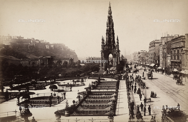 View of the wide gardens of Princes Street in Edinburgh. At the oppisite, a neo-gothic niche with spire, the Scott Monument.