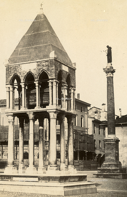 Monument and votive column of St. Antonio, Padua