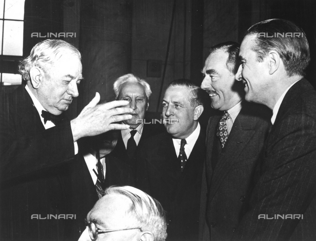 Tom Connally, Senator of Texas; Sol Bloom, President of Foreign Affairs ; Charles A.Eaton member of the Commission of Foreign Affairs; Paul Hoffman, Administrator of the Economic Cooperation of the United States, the Secretary of State Dean Acheson and W. Averall Harriman, Special Representative of ECA in Europe, portrayed during a session of the Senate of the United States on February 1949.