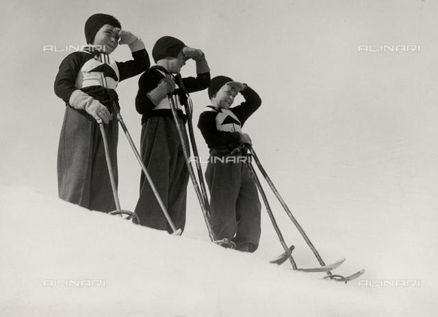 Three little fascists balilla dressed for skiing