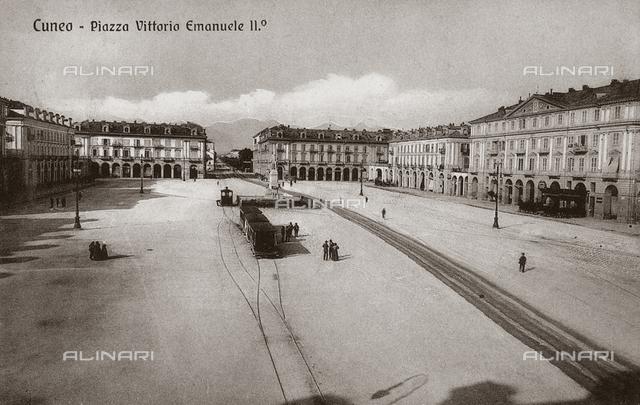 Piazza Vittorio Emanuele II, Cuneo